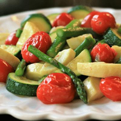 Запеченная спаржа, цукини и помидоры - рецепт с фото