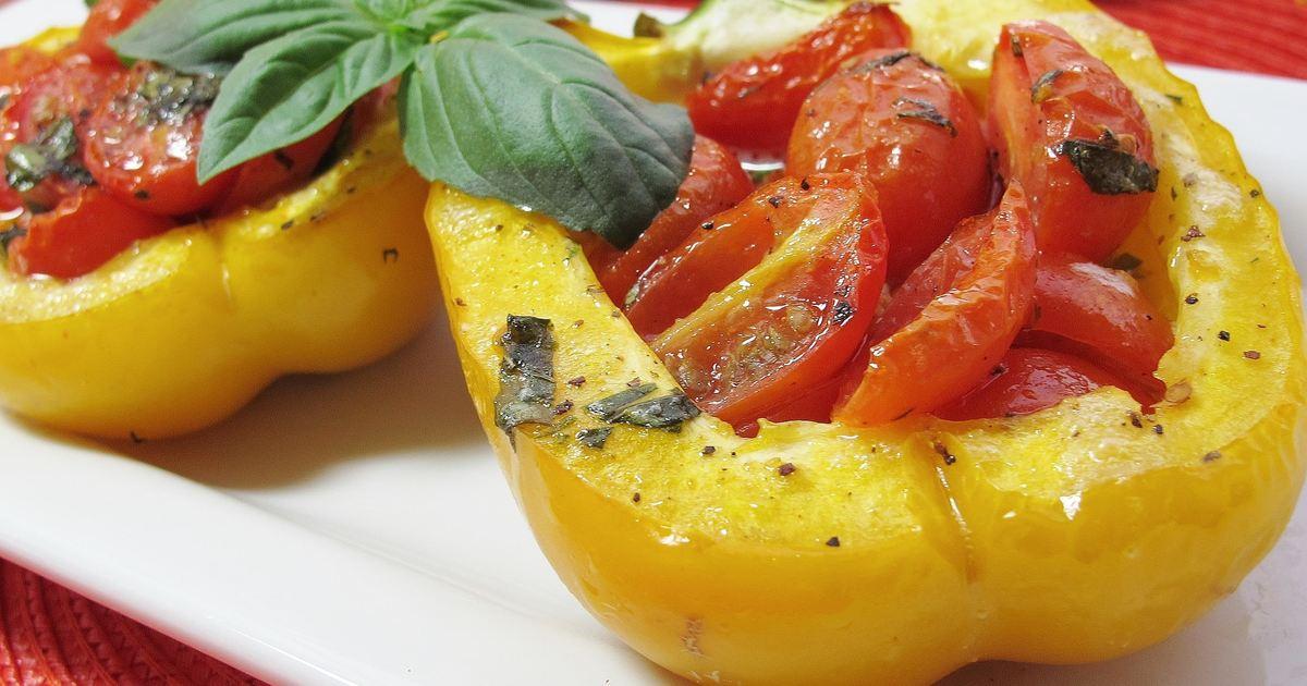 Фаршированный запеченный перец с помидорами