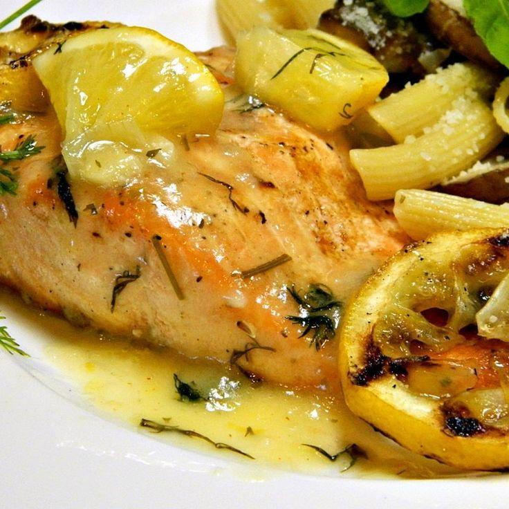 Филе лосося на гриле с укропным соусом