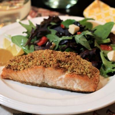Запеченный лосось с фисташковой корочкой - рецепт с фото
