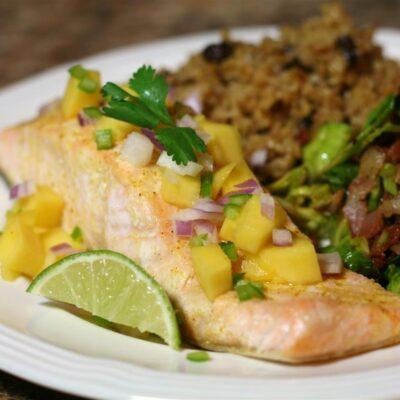 Запеченный лосось с манго и острым перцем - рецепт с фото