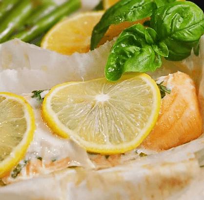 Лосось, запеченный с лимоном и базиликом