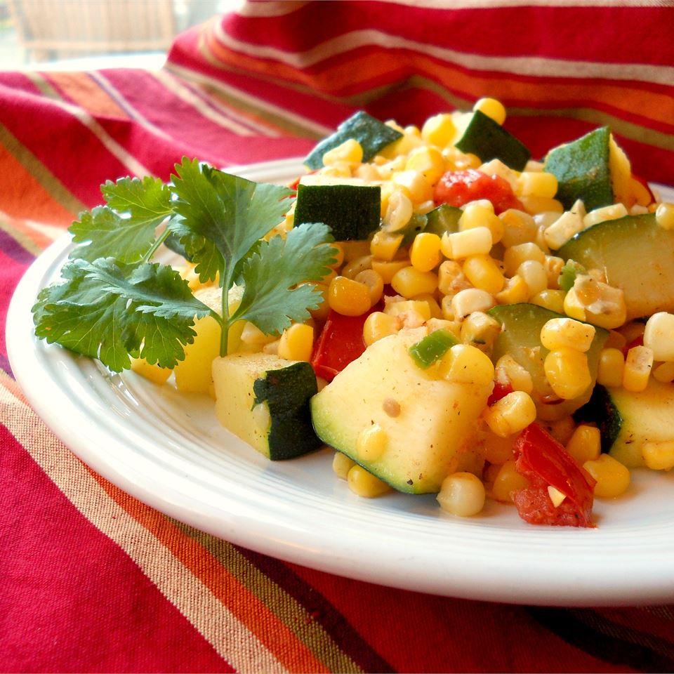Овощное рагу из кабачков и кукурузы