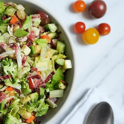 Салат с овощами, бобами и колбаской - рецепт с фото