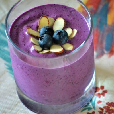 Миндально-ягодный смузи - рецепт с фото
