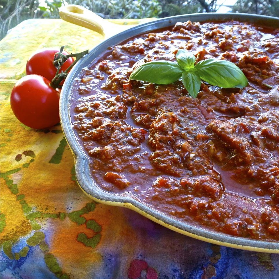 Томатный соус с говядиной для спагетти