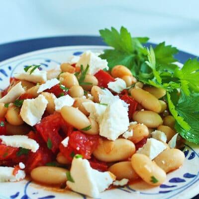 Теплый салат из фасоли и помидоров - рецепт с фото