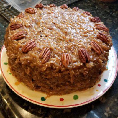 Немецкий шоколадный торт со сгущенкой и орехами - рецепт с фото