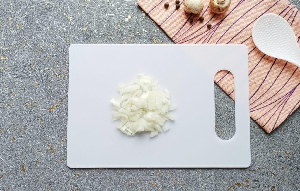 Фото рецепта - Курица с грибами в мешочках из слоеного теста - шаг 1