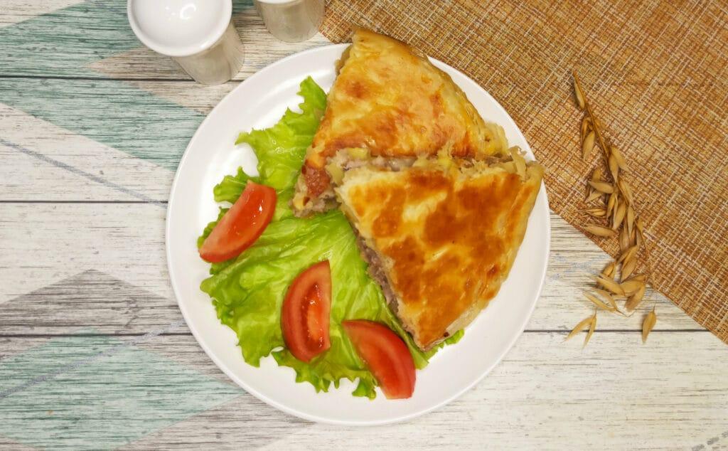 Фото рецепта - Пирог из слоеного теста с картофелем и фаршем в мультиварке - шаг 9