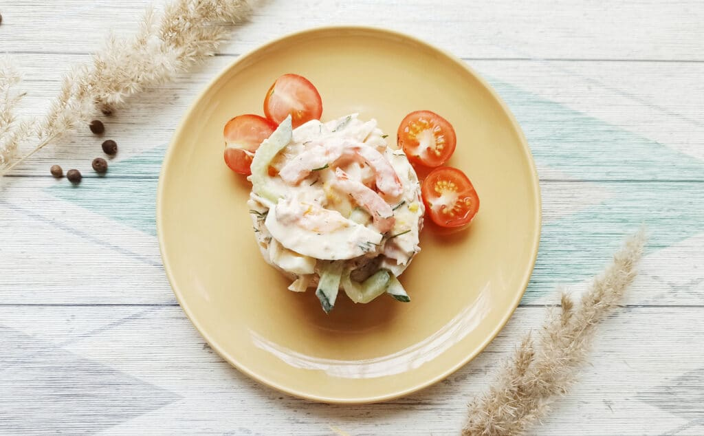 Фото рецепта - Салат с консервированным тунцом и сыром - шаг 9