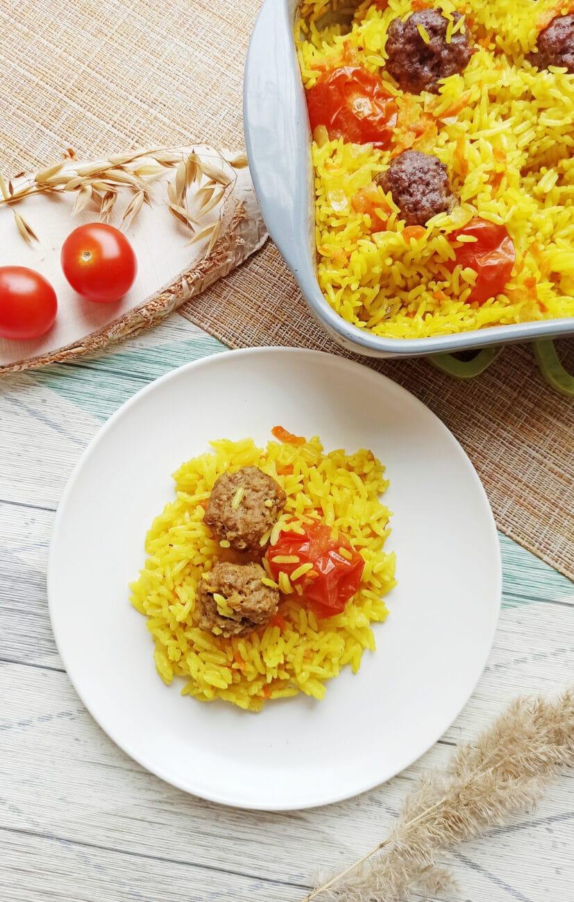 Рис с тефтелями в духовке