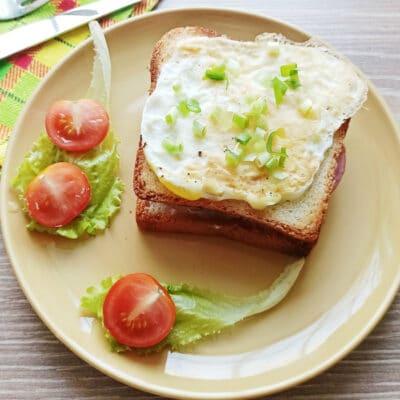 Сэндвич с яйцом и плавленым сыром - рецепт с фото