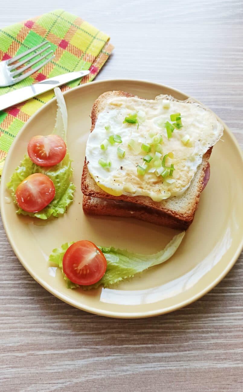Сэндвич с яйцом и плавленым сыром
