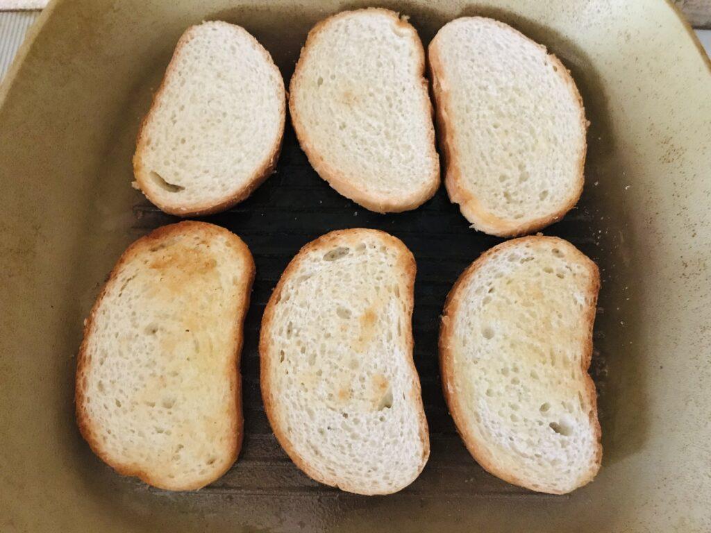 Фото рецепта - Бутерброды с киви - шаг 1