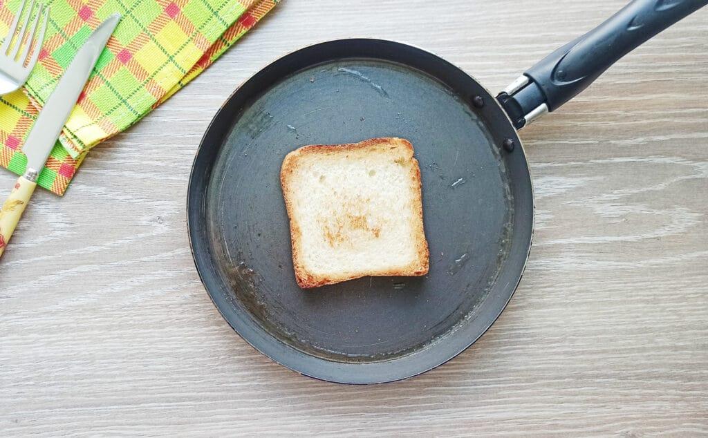Фото рецепта - Сэндвич с яйцом и плавленым сыром - шаг 2