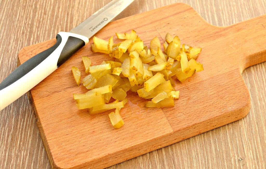Фото рецепта - Картофель тушёный в мультиварке с солёными огурцами - шаг 2