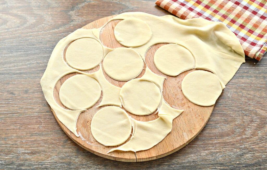 Фото рецепта - Домашние пельмени на заварном тесте со свининой - шаг 2