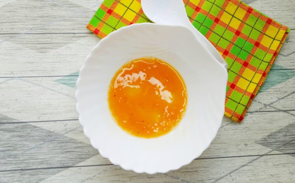 Фото рецепта - Горячий бутерброд с яйцом и сыром - шаг 2