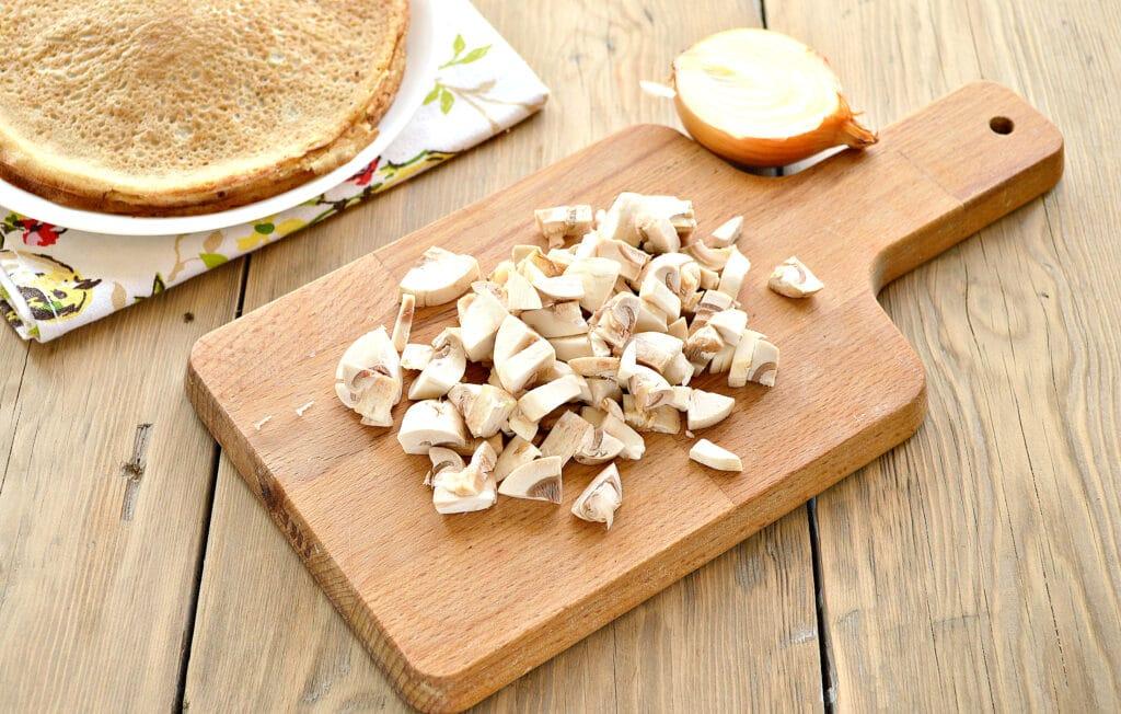 Фото рецепта - Блины, фаршированные грибами и фаршем - шаг 2