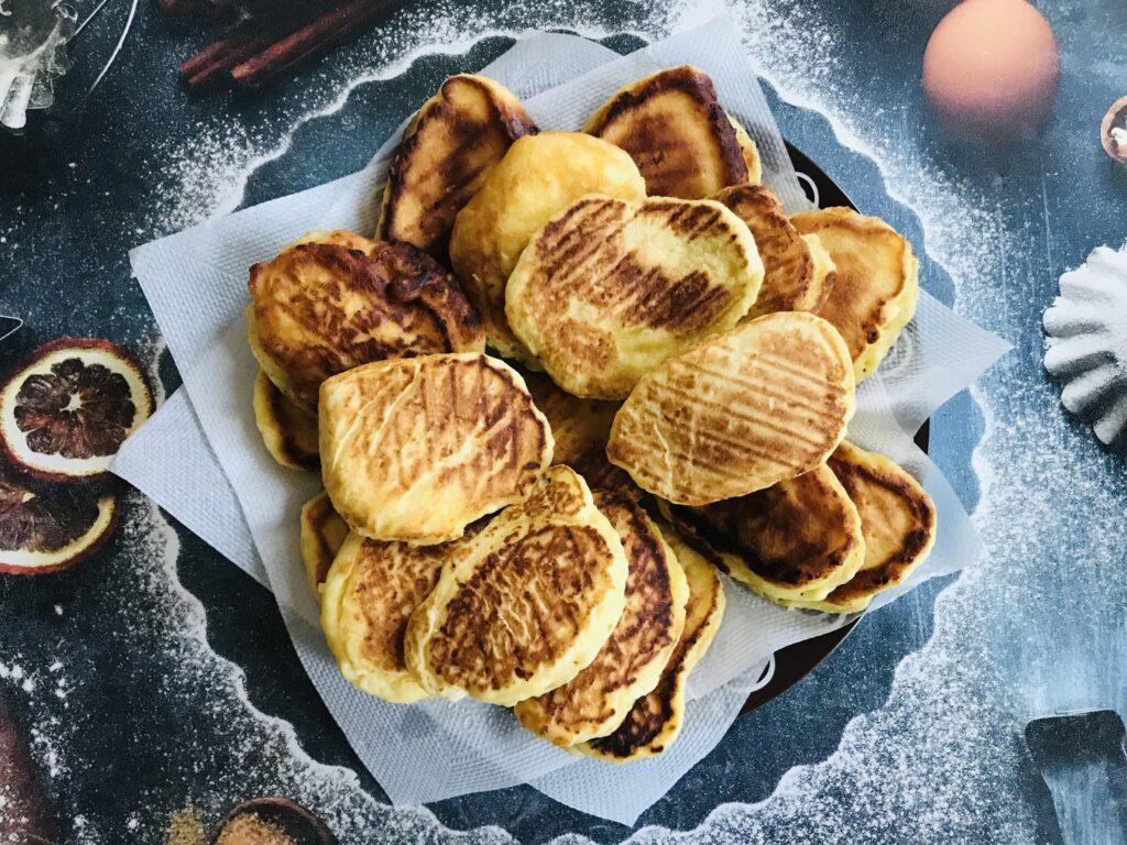Фото рецепта - Творожные оладьи на сковороде гриль - шаг 7