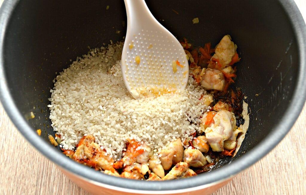 Фото рецепта - Рис по-быстрому с куриной грудкой в мультиварке - шаг 3