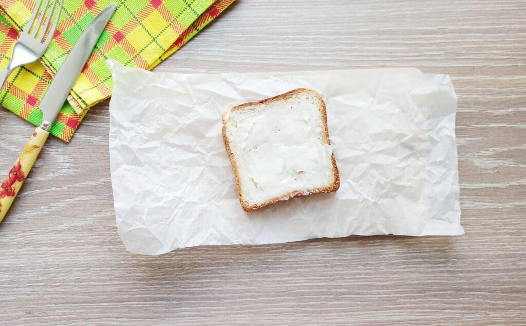 Фото рецепта - Сэндвич с яйцом и плавленым сыром - шаг 3
