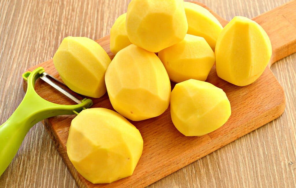 Фото рецепта - Картофель тушёный в мультиварке с солёными огурцами - шаг 3