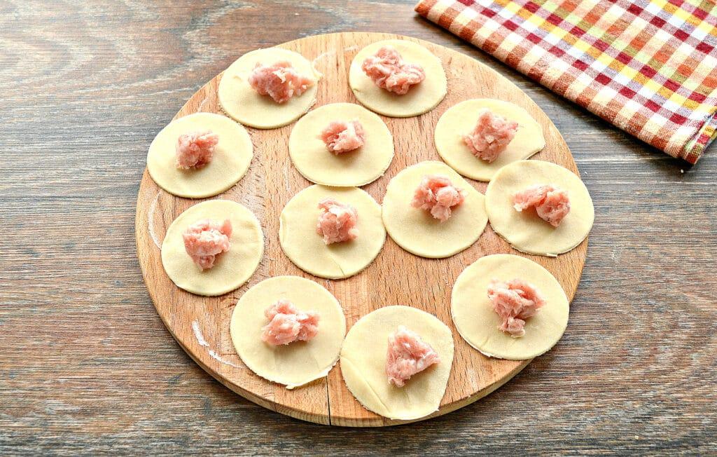 Фото рецепта - Домашние пельмени на заварном тесте со свининой - шаг 3