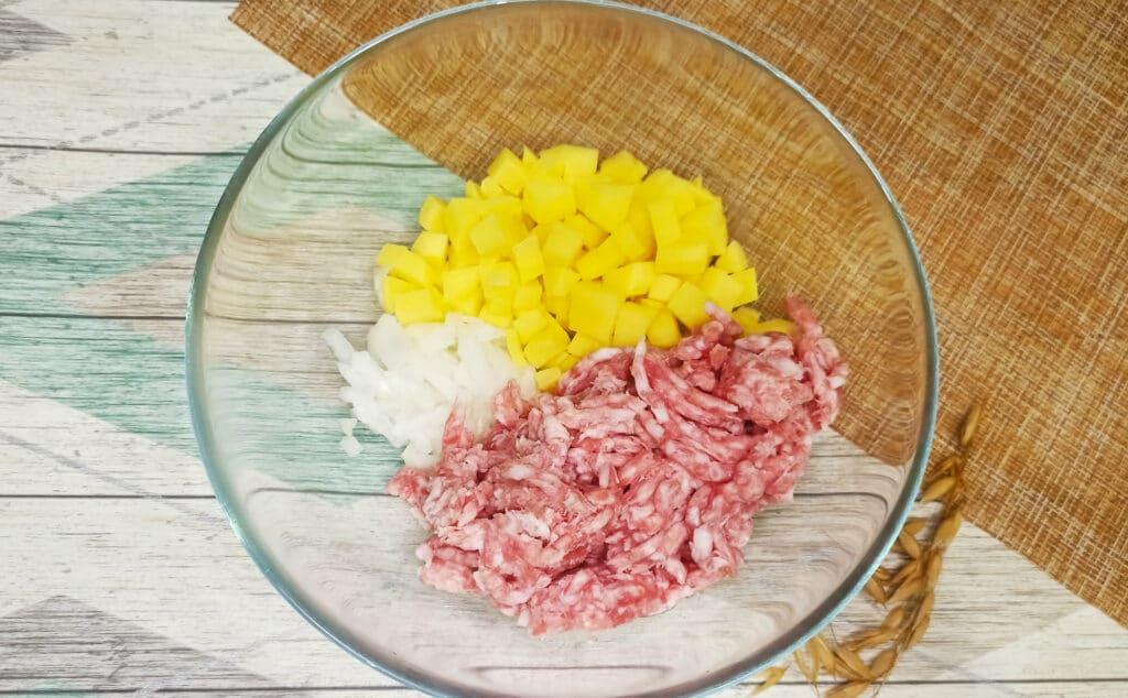 Фото рецепта - Пирог из слоеного теста с картофелем и фаршем в мультиварке - шаг 3
