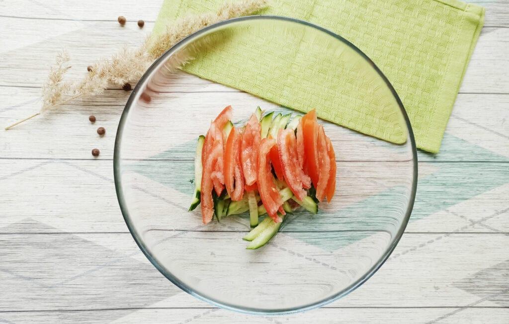 Фото рецепта - Салат с консервированным тунцом и сыром - шаг 3