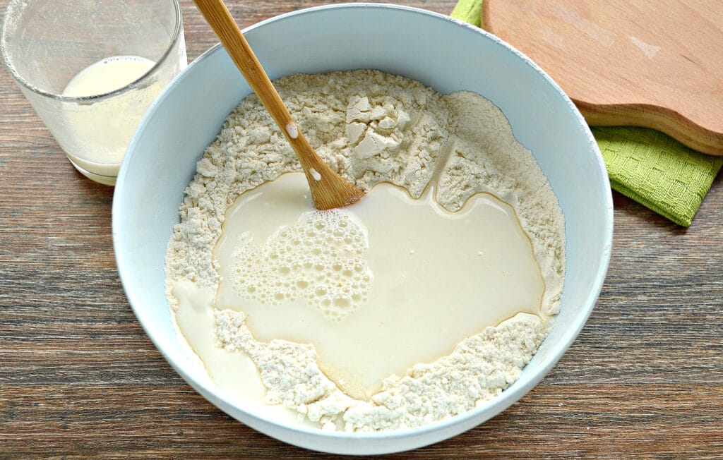 Фото рецепта - Тесто для вареников на молоке (с уксусом) - шаг 4