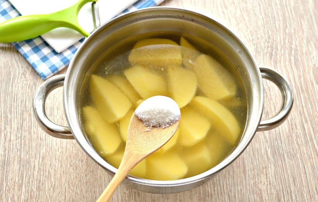 Фото рецепта - Картофельное пюре на мясном бульоне - шаг 4