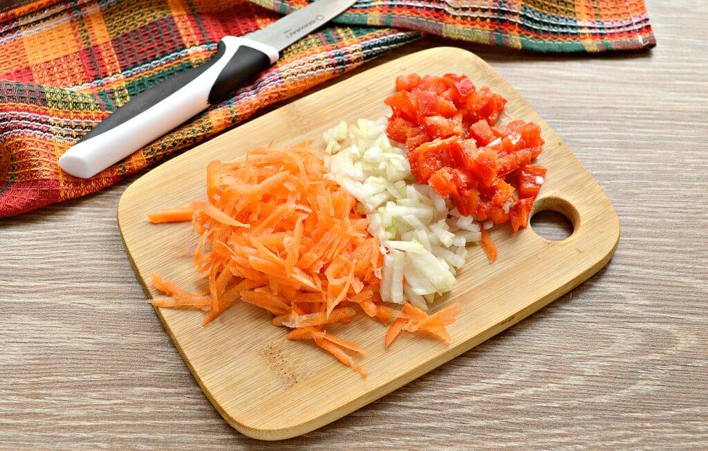 Фото рецепта - Рисовый суп с курицей и перцем - шаг 4