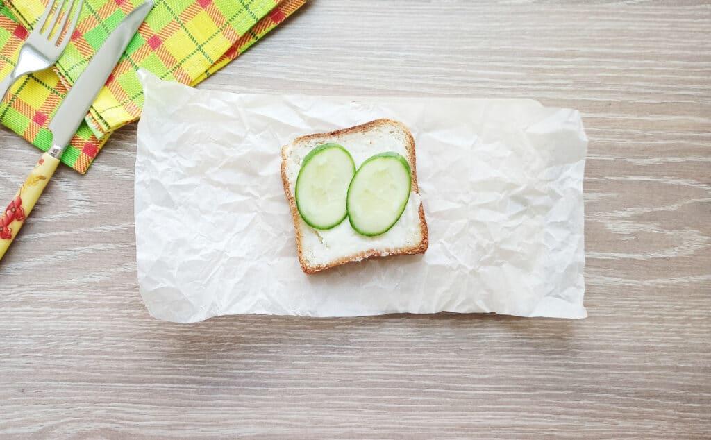 Фото рецепта - Сэндвич с яйцом и плавленым сыром - шаг 4