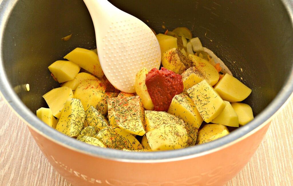 Фото рецепта - Картофель тушёный в мультиварке с солёными огурцами - шаг 4