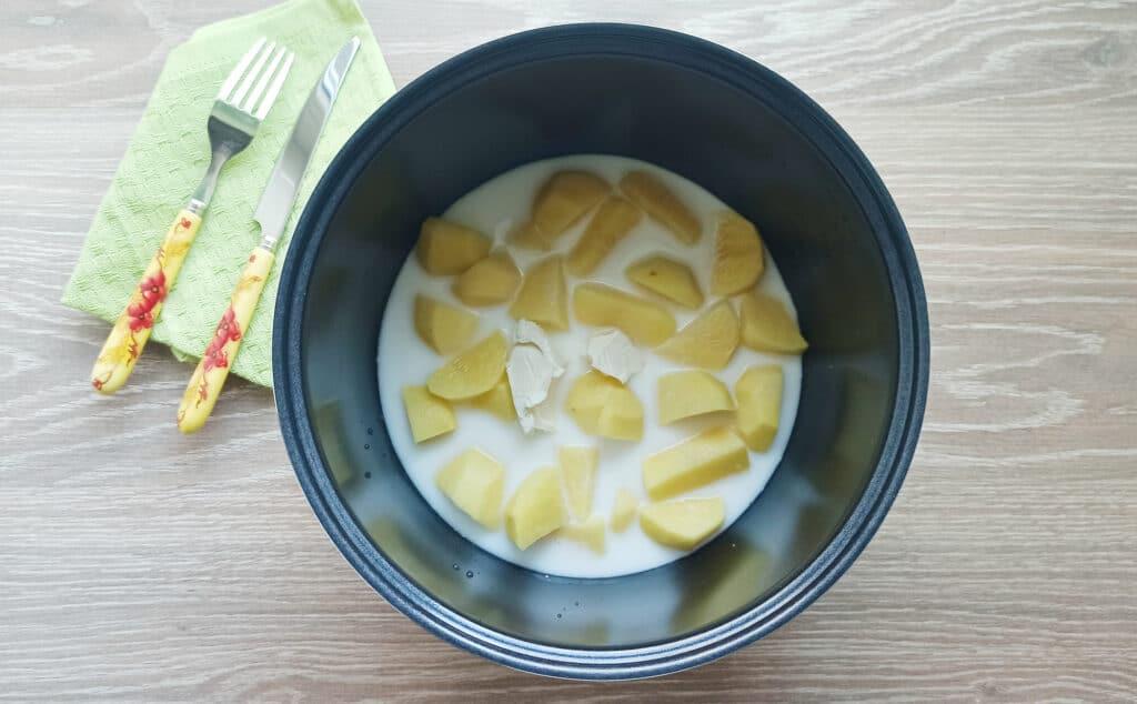 Фото рецепта - Пюре из картофеля в мультиварке с молоком и маслом - шаг 4