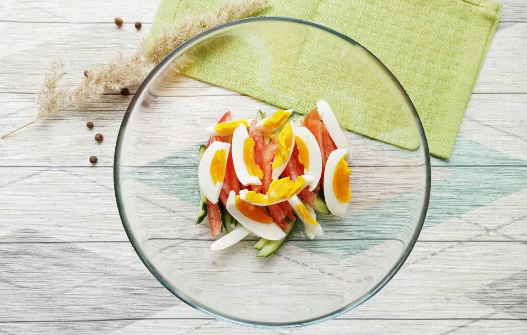 Фото рецепта - Салат с консервированным тунцом и сыром - шаг 4