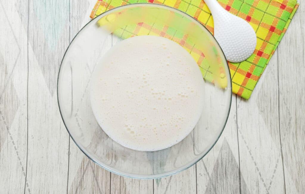 Фото рецепта - Домашние блинчики с творогом и изюмом - шаг 5