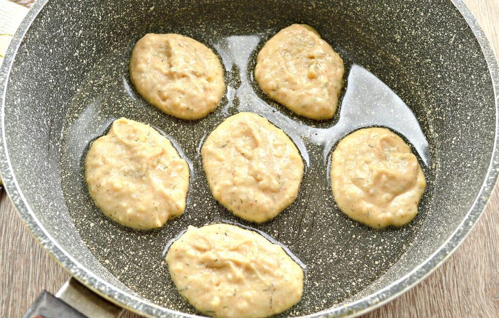 Фото рецепта - Оладьи из картошки на сковороде - шаг 5