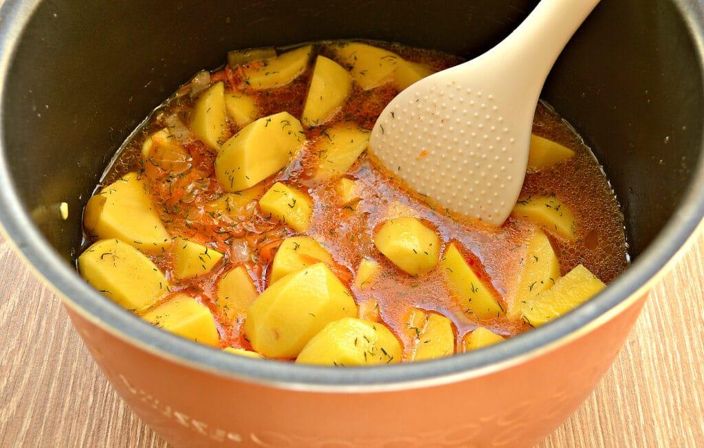 Фото рецепта - Картофель тушёный в мультиварке с солёными огурцами - шаг 5