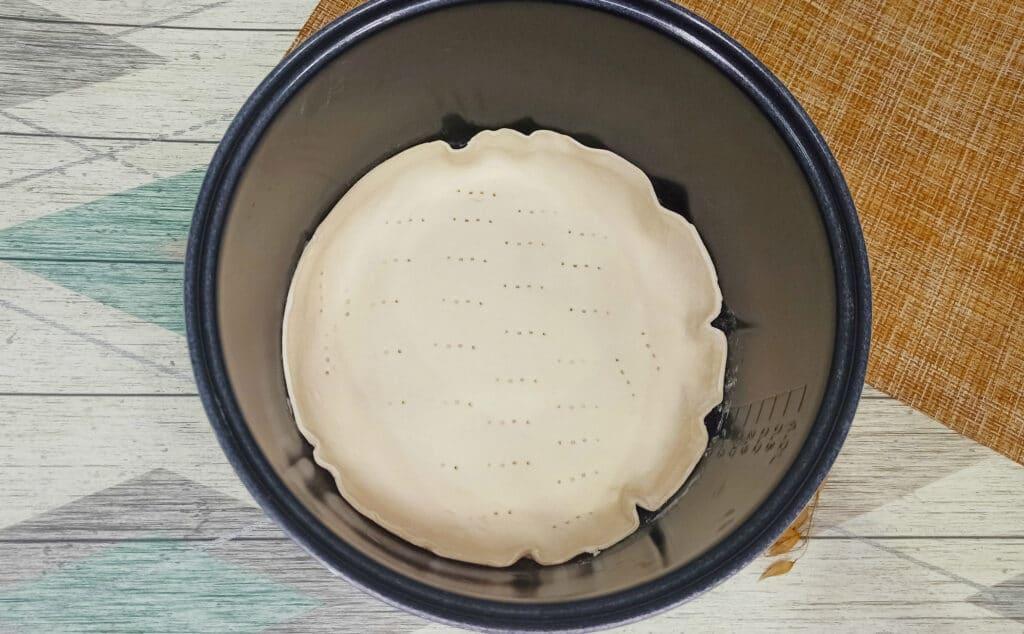 Фото рецепта - Пирог из слоеного теста с картофелем и фаршем в мультиварке - шаг 5