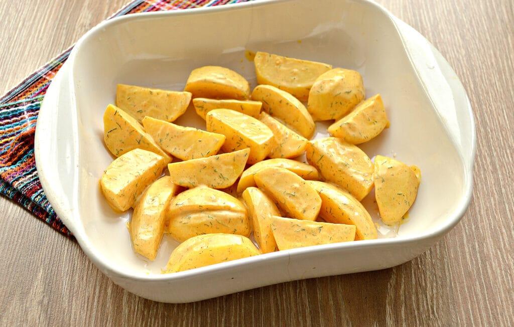Фото рецепта - Запеченный картофель со сметаной в духовке - шаг 5