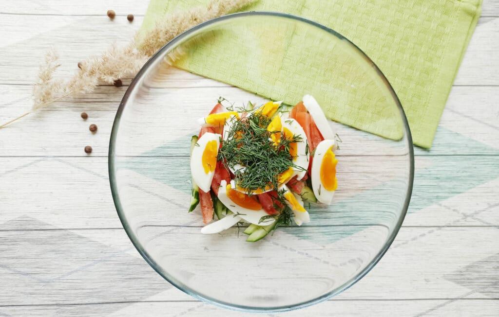 Фото рецепта - Салат с консервированным тунцом и сыром - шаг 5