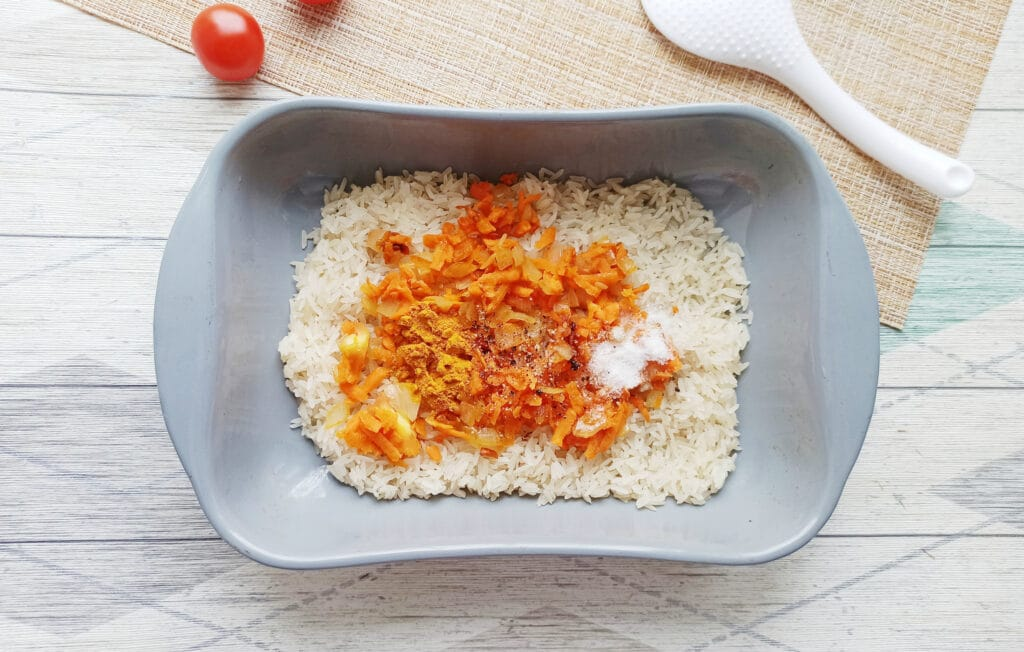 Фото рецепта - Рис с тефтелями в духовке - шаг 5
