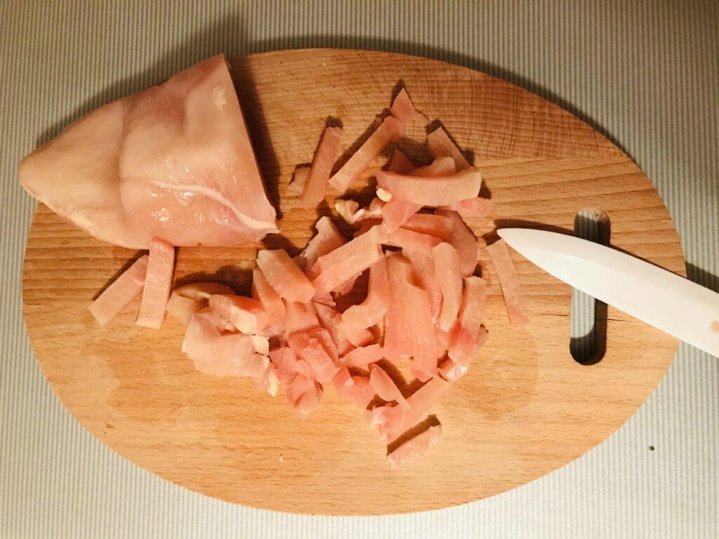 Фото рецепта - Мини-рулеты из лаваша и курицы - шаг 2