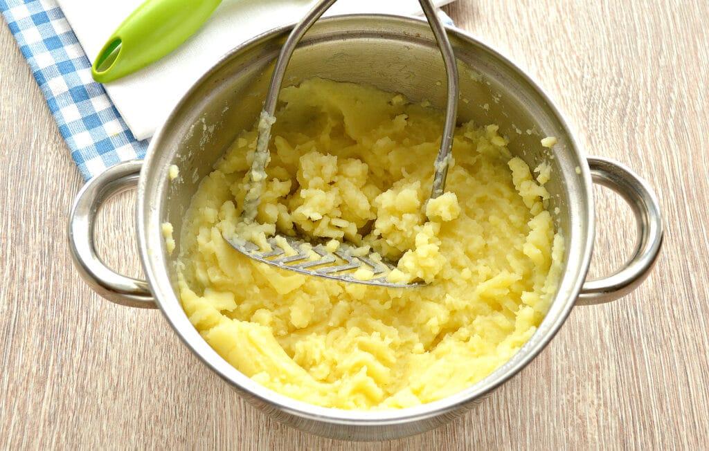 Фото рецепта - Картофельное пюре на мясном бульоне - шаг 6