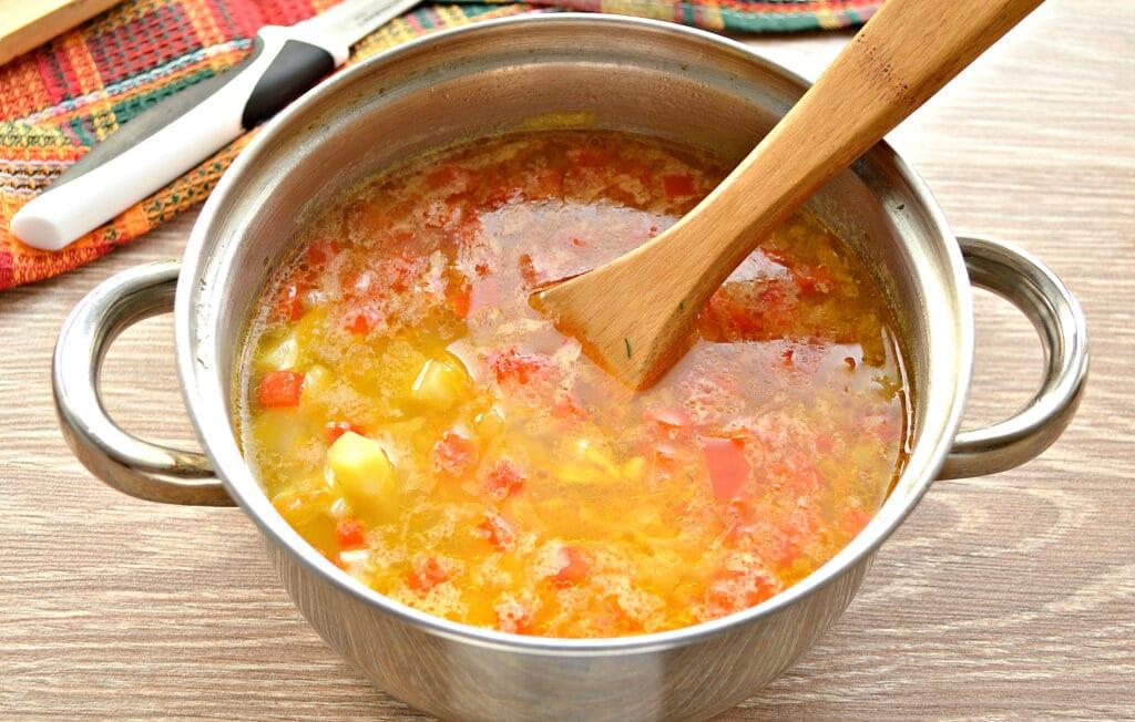 Фото рецепта - Рисовый суп с курицей и перцем - шаг 6