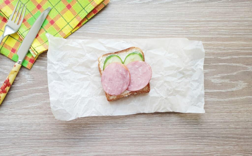 Фото рецепта - Сэндвич с яйцом и плавленым сыром - шаг 5
