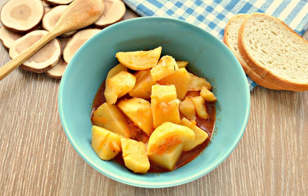 Фото рецепта - Картофель тушёный в мультиварке с солёными огурцами - шаг 6